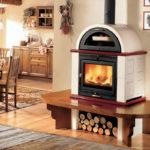 Der Holzofen mit Backrohr: So vergnüglich ist es, zu kochen, während Sie Ihr Heim heizen
